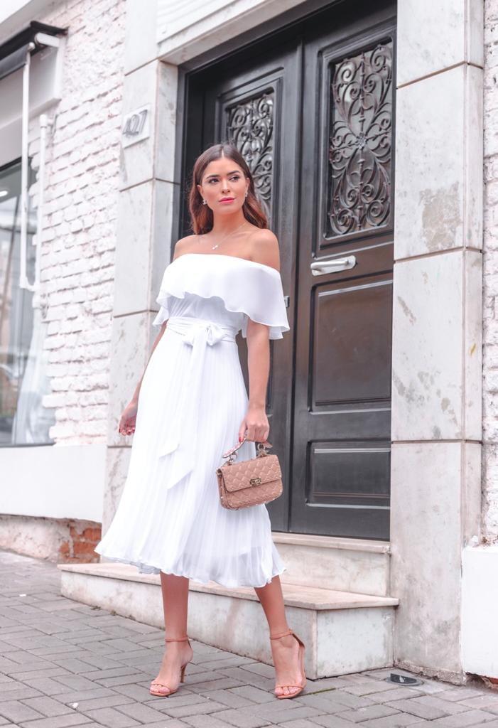 Vestido Branco Midi Ombro a Ombro Babados e Saia Plissada